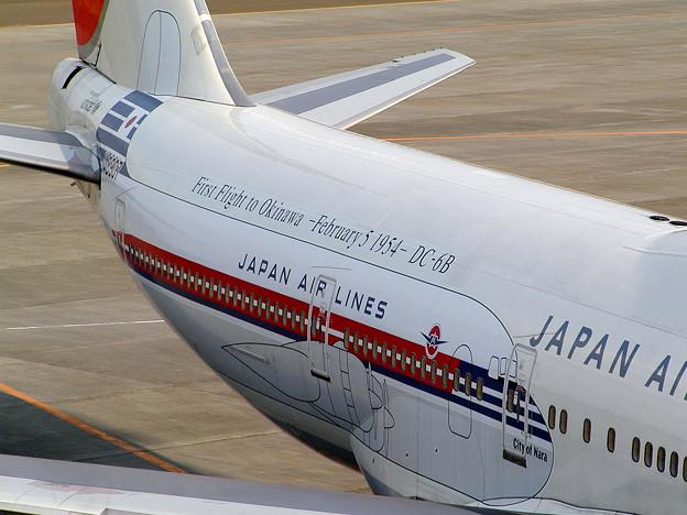 B747-446 JA8907 JAL  沖縄就航50周年 CTS 2004.04