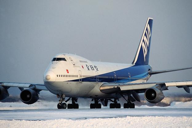 B747SR-81 JA8152 全日空 CTS 1992