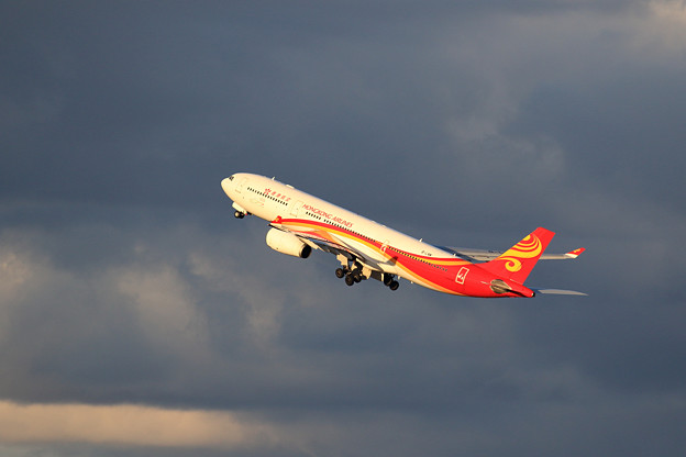 A330-300 夕日に映える HongKong Airlines B-LNM
