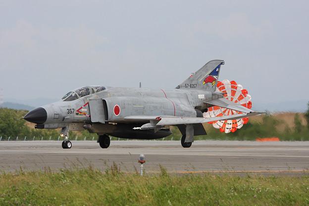 F-4EJ 8357 302sq CTS 2011.07 (1)