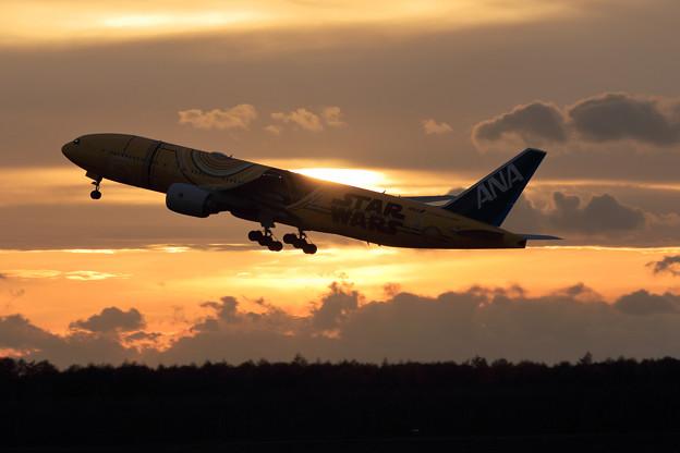 Boeing 777 JA743A takeoff (1)