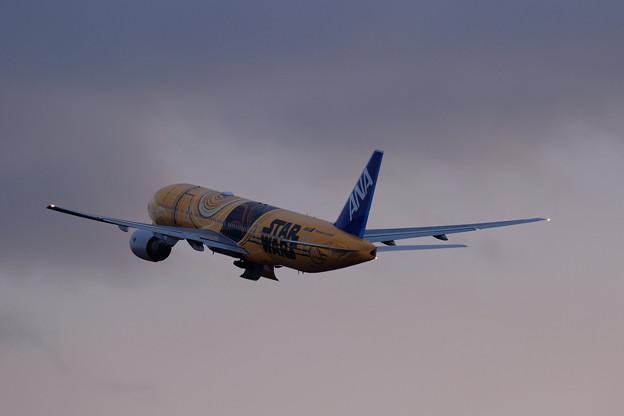 Boeing 777 JA743A takeoff (2)