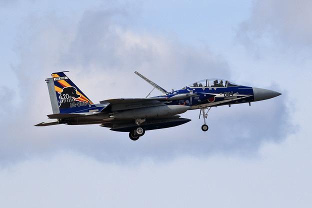 Photos: F-15DJ 23sq 20th Annversary 8054 飛来(1)