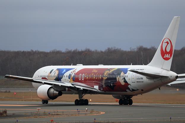 Boeing 767-300 JAL Fantasia 80yearsAnnv JA622J 初飛来(3)
