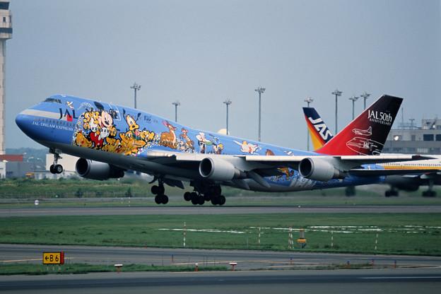 B747-446 JA8083 JAL50th anniversary 2001 (3)