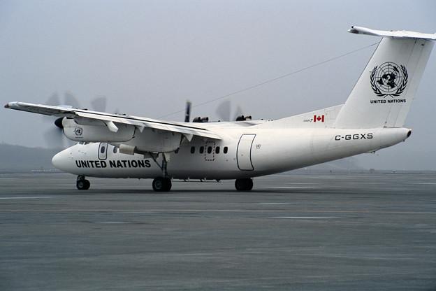 De Havilland Canada DHC-7 C-GGXS UN CTS 2001(2)