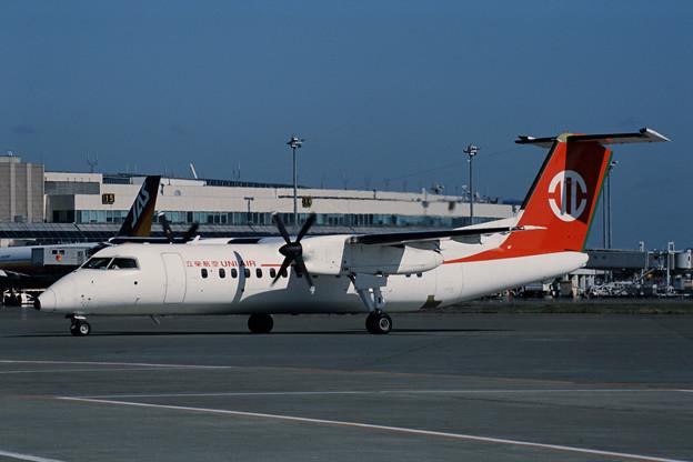 De Havilland Canada DHC-8 N320BC UNI CTS 2001.08 (1)