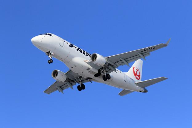 ERJ-170 JA212J J-AIR approach
