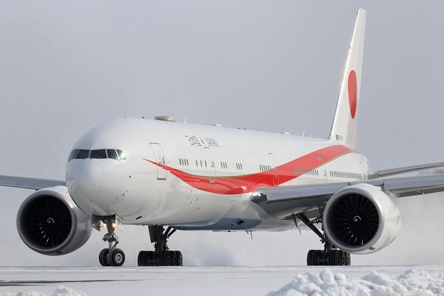 Boeing777 Cygnus11 Rwy36R Line up (2)