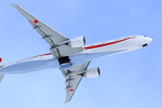 Boeing777 Cygnus11 takeoff