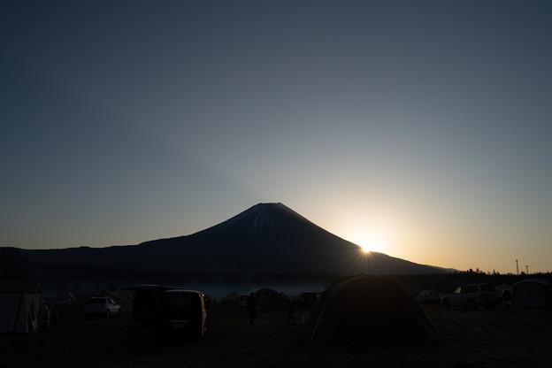 富士の裾野にご来光