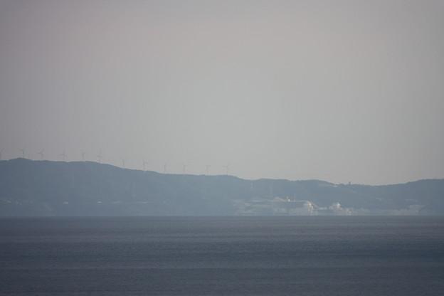 伊方原発と風力発電所