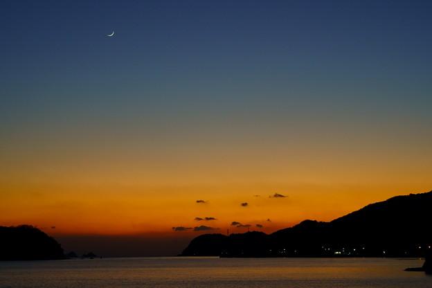 海峡の夕空に