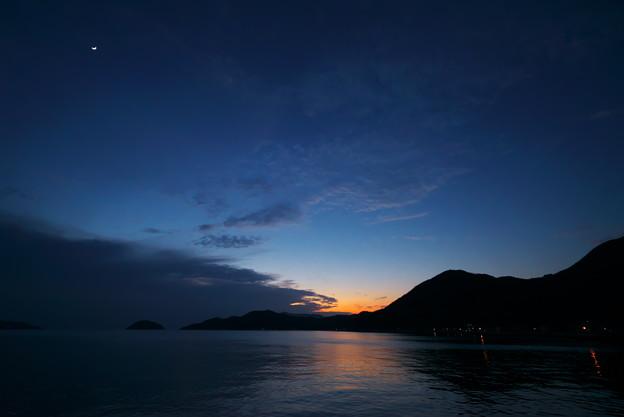 三日月の夕空