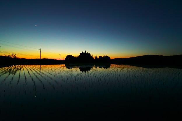 Photos: 日が暮れて、月が出て