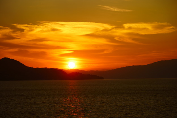 燃え盛る夕陽