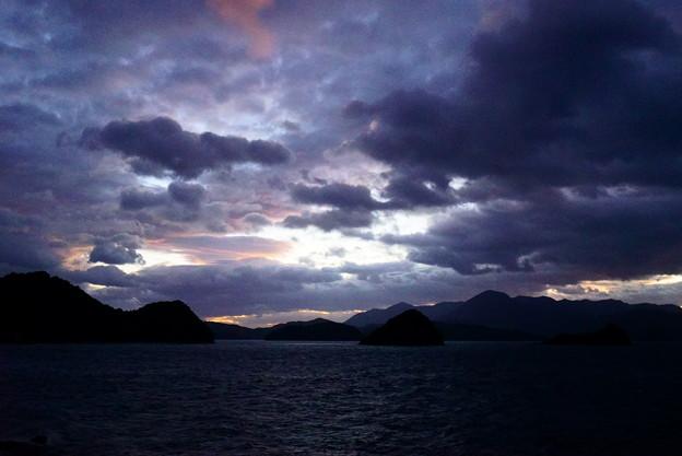 雲の入り乱れる西空