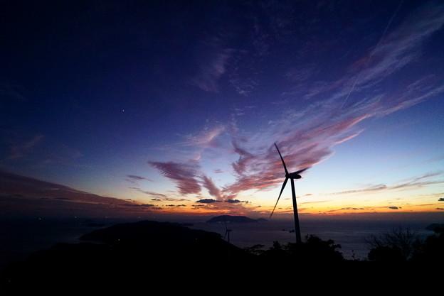 風吹く夕空