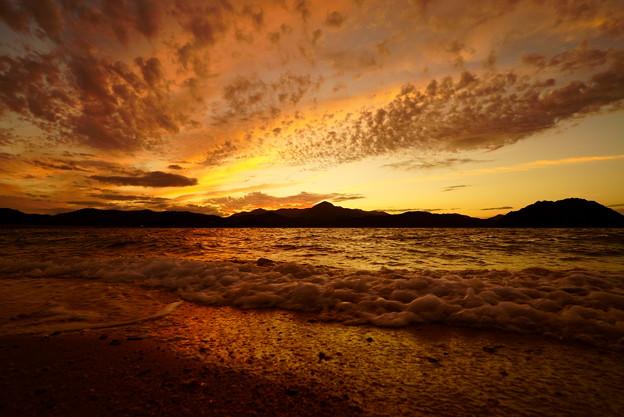夕焼け 寄せ波
