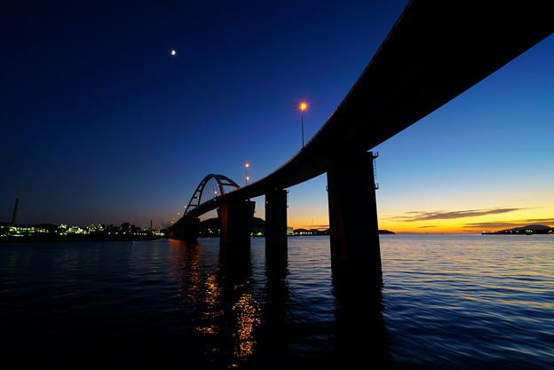Photos: 半月の宵