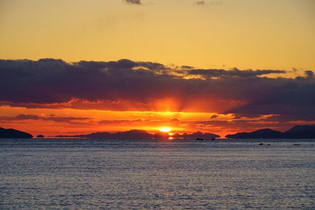 夕陽は国東半島を抜けて