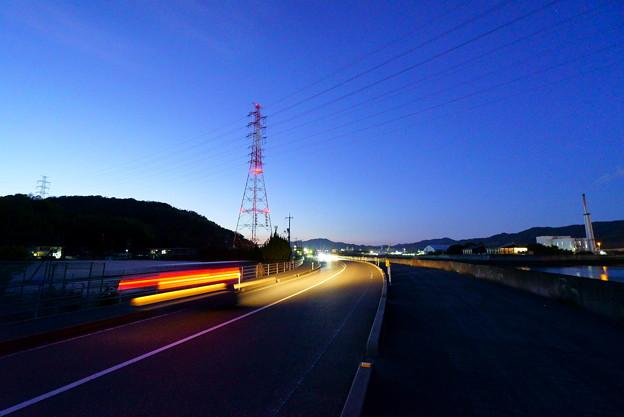 Photos: 夕空にそびえ立つ
