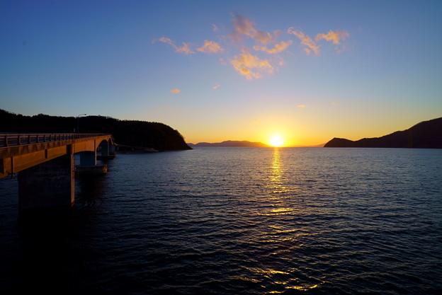 海の彼方の夕陽