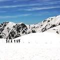 Photos: 雪山を歩く人達