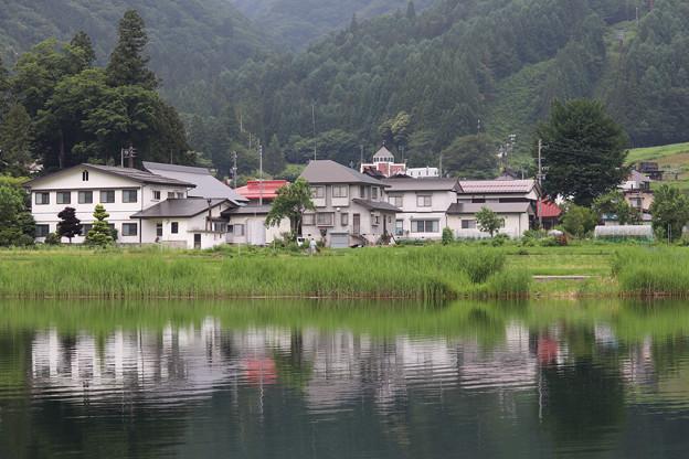 湖畔の家並み(中綱湖)
