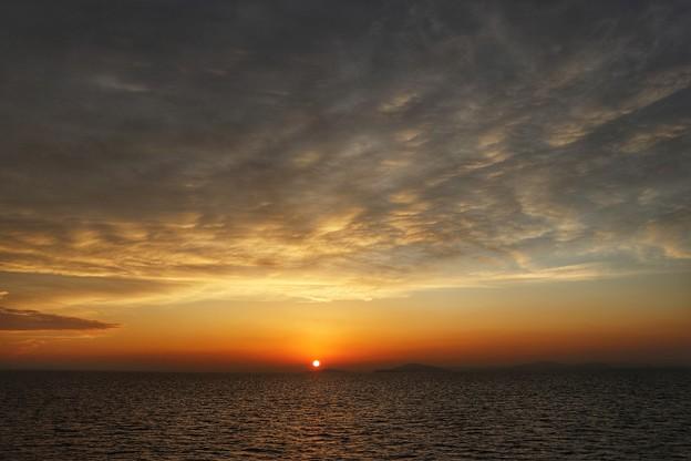 Photos: 船上から眺める夕陽