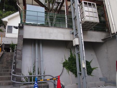 階段移動用リフトとエレベーター