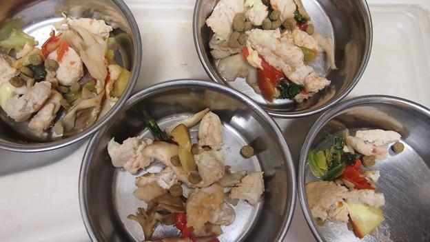 鶏ムネ肉まいたけトマトちんげん采リンゴ、ちょっぴりチーズの油なし炒め