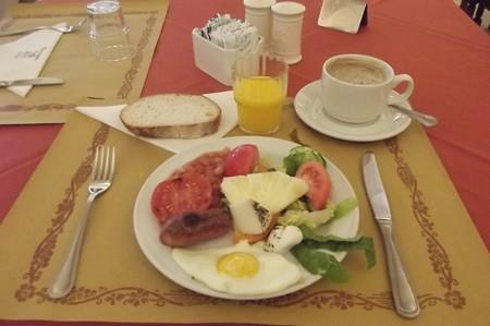 ゴゾ・ホテル朝食0217