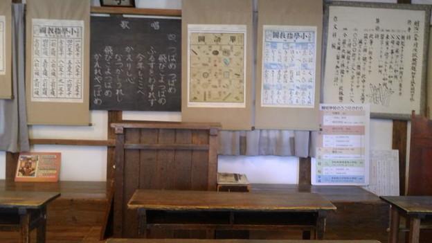 西予市、開明学校の教室2