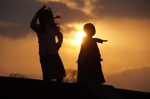 Photos: dancing at sunset