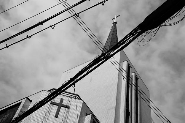 Photos: 狭い空のクロス