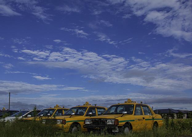 Photos: 空地のタクシー
