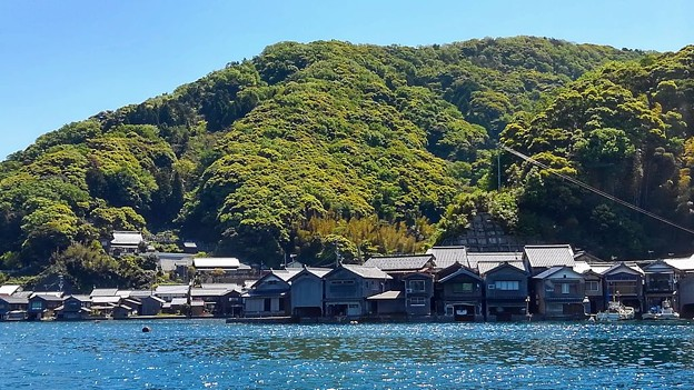 新緑の伊根浦舟屋群(2)
