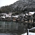 Photos: 薄っすら雪化粧した伊根浦舟屋群