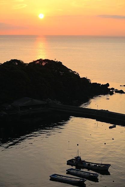 夜明けの漁港(1)