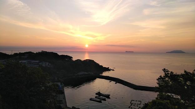 夜明けの漁港(2)