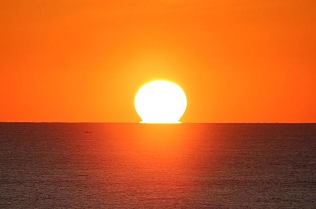 水平線に沈む太陽(2)