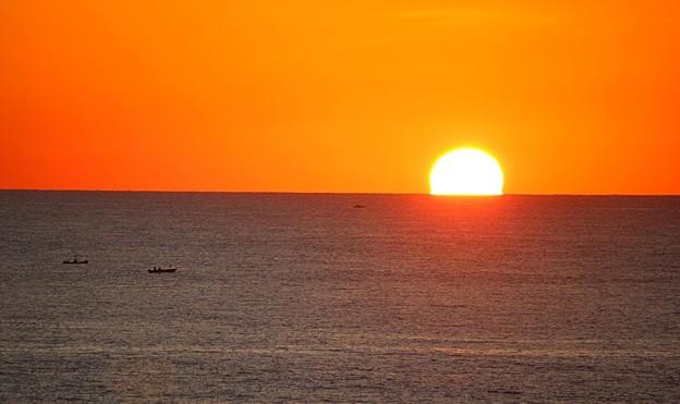 水平線に沈む太陽(4)