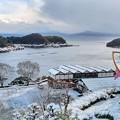 Photos: 雪化粧した舟屋群と道の駅・舟屋の里公園