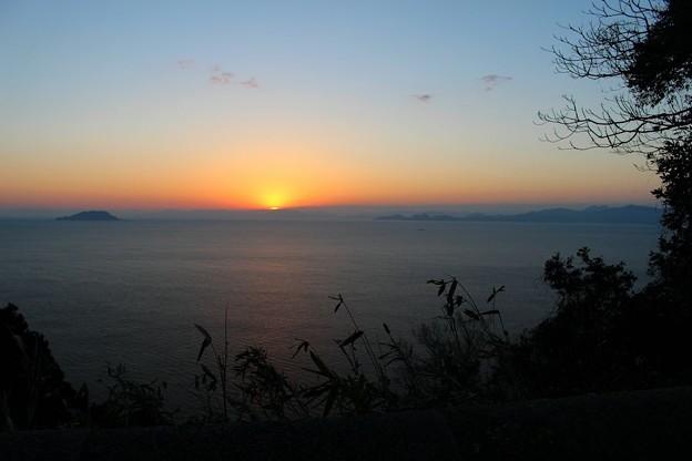 若狭湾に昇る朝日(1)