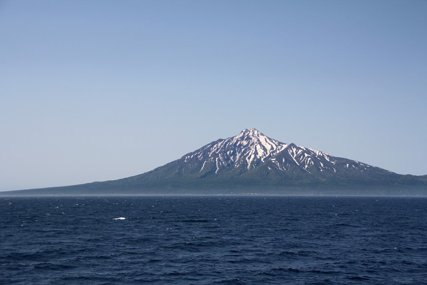 Photos: 稚内フェリーから利尻山 150601 01