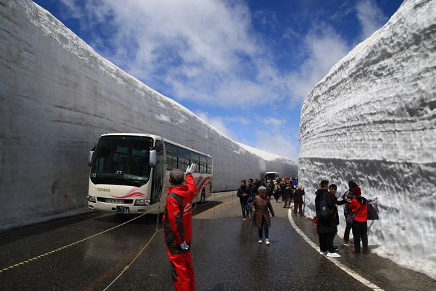 写真: 室堂 180514 09 雪の大谷