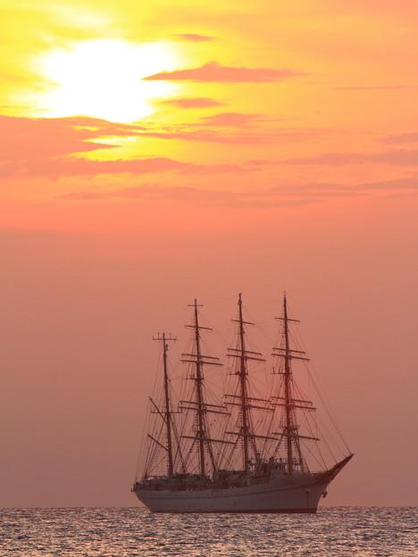 帆船と夕陽