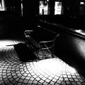 写真: 光と影の指定席
