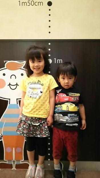 背を高くみせたい三歳児 w #子供 #甥っ子 #姪っ子